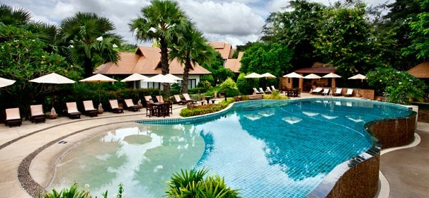 the-legend-chiang-rai-hotel-and-resort-infinity-pool-green-season