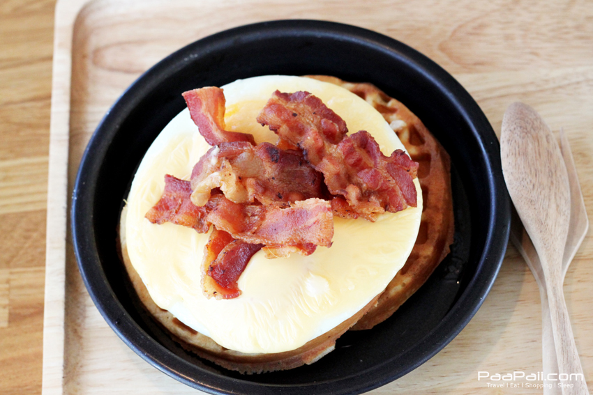 Waffle with bacon, Egg and Cheese on top
