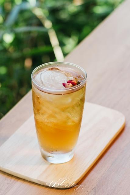 Rose Petal Iced Tea 50 Baht