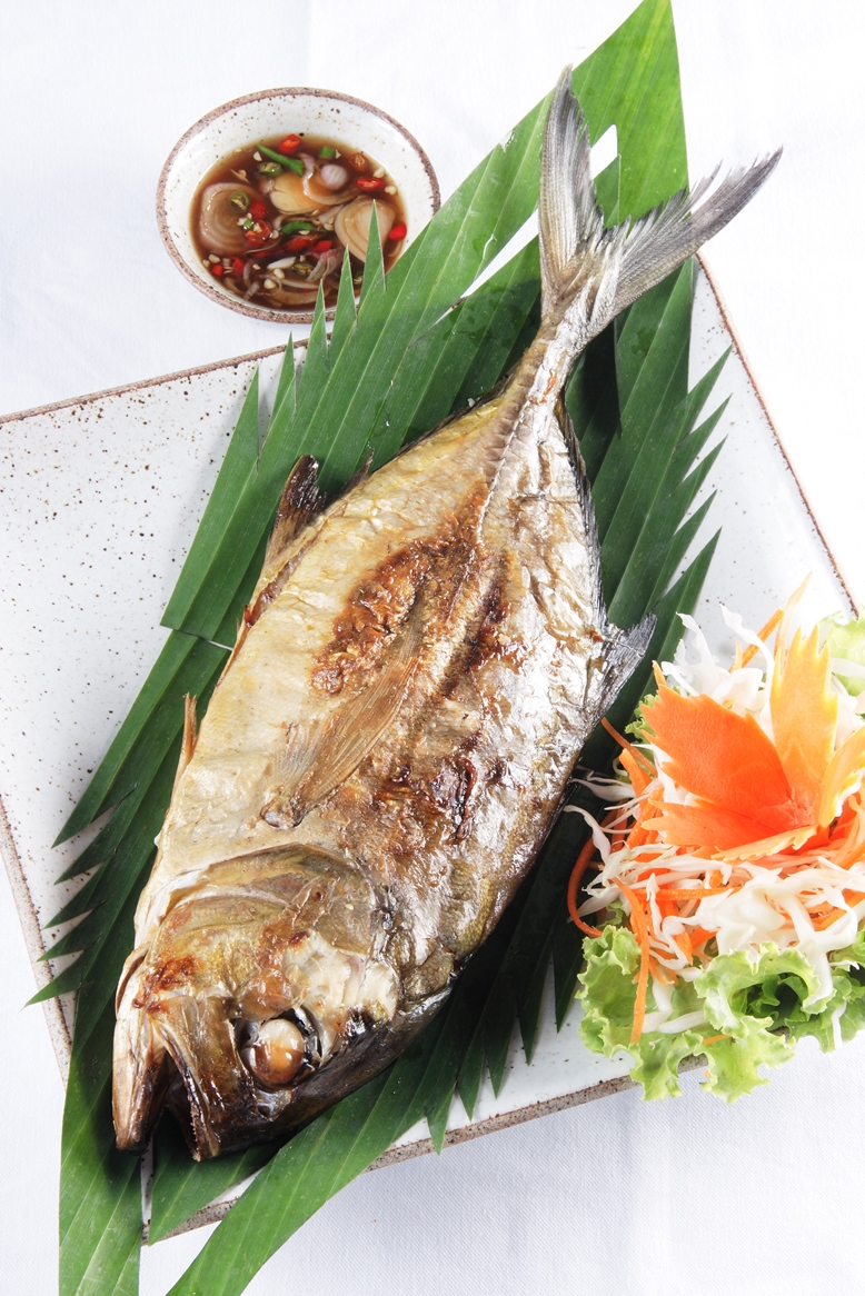 BBQ fish served with tamarind sauce