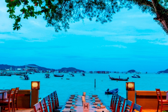 Dinner table (3)