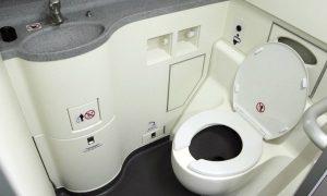 รู้จัก 11 เรื่องต้องรู้ก่อนเข้าห้องน้ำบนเครื่องบิน สำหรับมือใหม่
