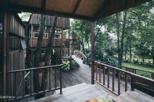 """""""บ้านสวนจันทิตาโฮมสเตย์"""" บ้านไม้ 4 ทามกลางต้นไม้"""