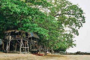 """ที่พักหลักร้อยวิวหลักล้าน """"บ้านโจรสลัด กรีนบานาน่า"""" จ. ระนอง"""