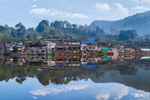 """ชวนไปพัก นอนฟิน ชมวิวทะเลสาบ จิบชายามบ่ายที่ """"บ้านรักไทย"""""""