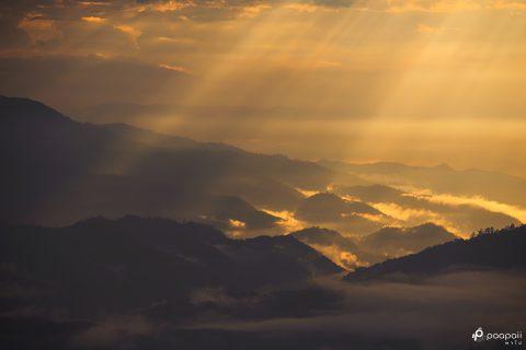 """พาไปพบสวรรค์แห่งสายหมอกกับความงดงามในยามเช้าที่ """"ห้วยน้ำดัง"""""""