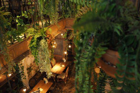 """สัมผัสมนต์เสน่ห์ """"The Bar Upstairs"""" ไวน์บาร์สุดเก๋ที่ซ่อนเร้นอยู่ในซอยสุขุมวิทพร้อมรอคุณไปเยือน"""